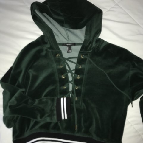 0446794927820 cropped velvet hoodie from forever 21 only worn once - Depop
