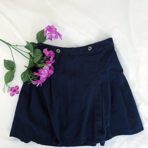 dbf53bdca Navy blue pleated skirt This is practically identical to is - Depop