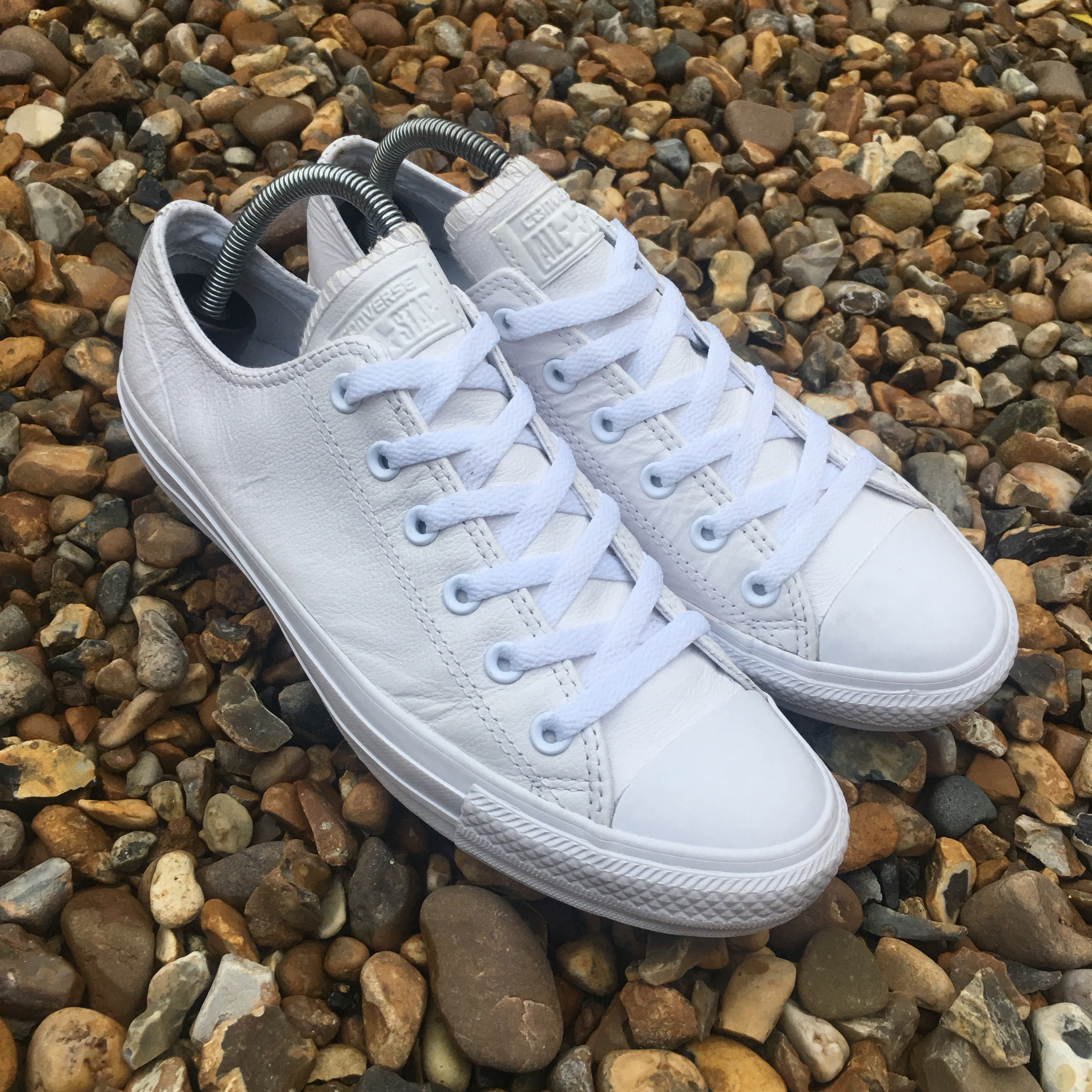 Converse Low White Leather Shoes UK 8. Trainers are