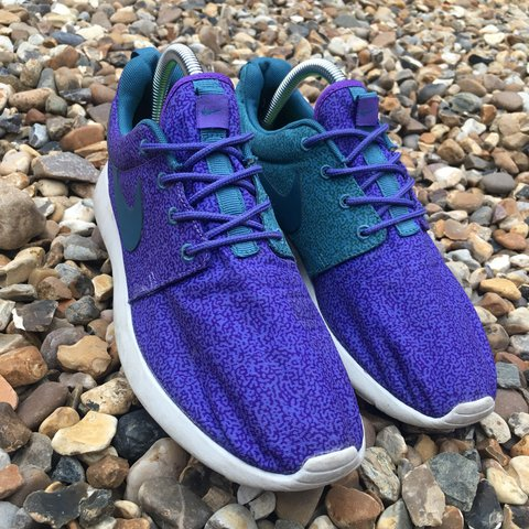 ad49bce713689 Women s Nike Roshe Run Print Size 5. Trainers are in only a - Depop