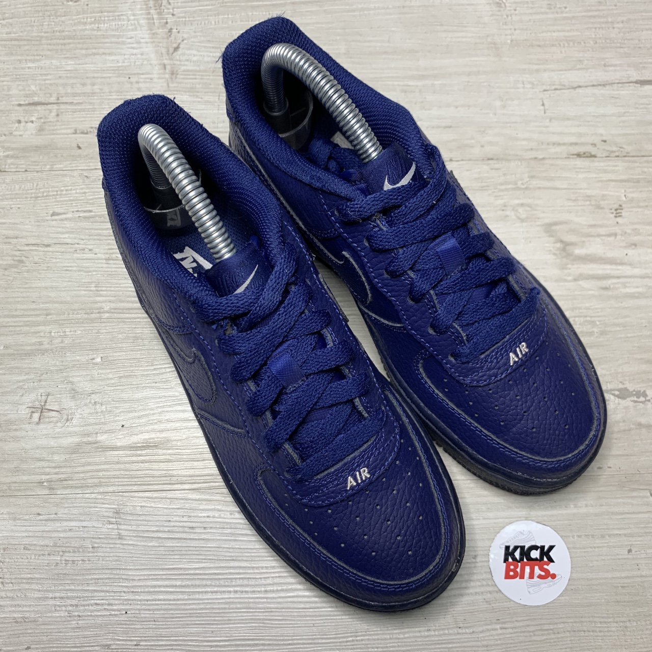 navy trainers size 4
