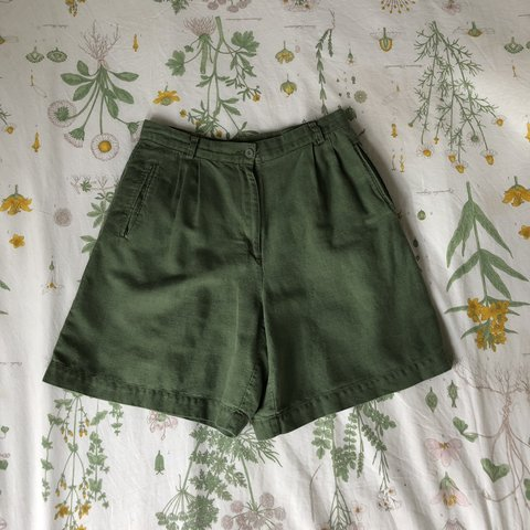 a8dfcdbdf9 @carmenhynds. last month. Springfield, United States. amazing color green  high waisted vintage shorts. fabric is somewhere between cotton and linen.
