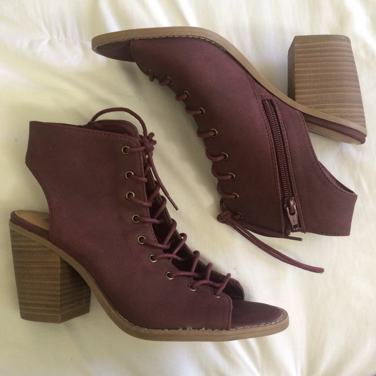 2a1ce79c49b Perfect condition lace up