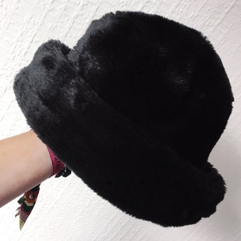 Black Fluffy Hat 🖤🖤 The must-have clueless 90 s hat for • - Depop f8eef4843f2