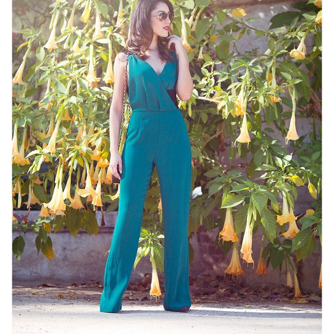 11cf03456d4 STUNNING EMERALD GREEN JUMPSUIT from ZARA Size XS (roughly - Depop
