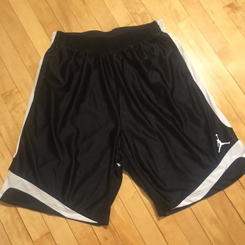 f6832060c1f6 JORDAN BLACK WHITE BASKETBALL SHORTS 10 10 • XL •  retro  xl - Depop