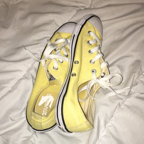 💛Adorable yellow low top Converse💛 ~free shipping~ I off - Depop 24dd698f5