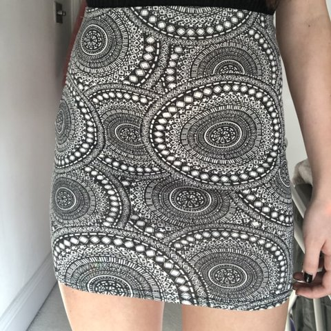 2c734f3a6a @lydiahennings. last month. Godalming, United Kingdom. BLACK AND WHITE  PATTERNED BODYCON MINI SKIRT! Size 8. In perfect condition ...