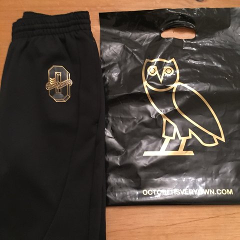 d2a4bc1a7260 OVO X AIR JORDAN 1 WINGS MUSCLE PANT-BLACK SIZE  NEW NEVER - Depop