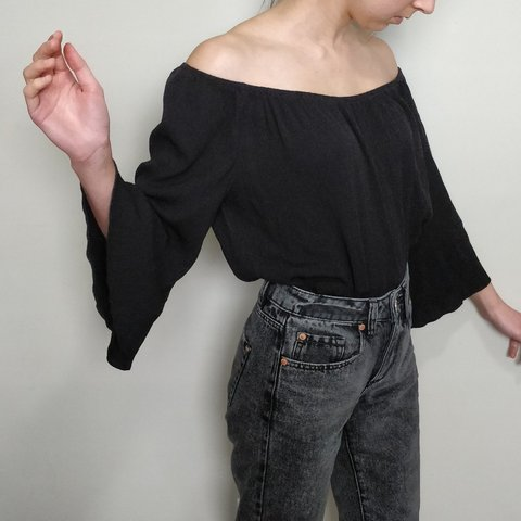 ab50b7148d7c9 Flowy black off the shoulder top from Topshop Looks so chic - Depop