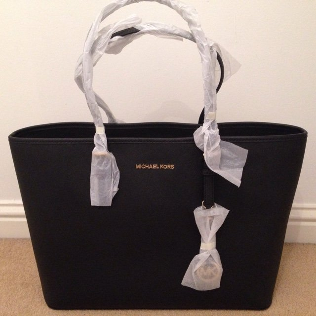 ebb821b265e1 @alexmayhewxx. 4 years ago. Chafford Hundred, Grays, Essex RM16 6EB, UK.  Genuine Michael Kors jet set travel medium saffiano leather tote ...