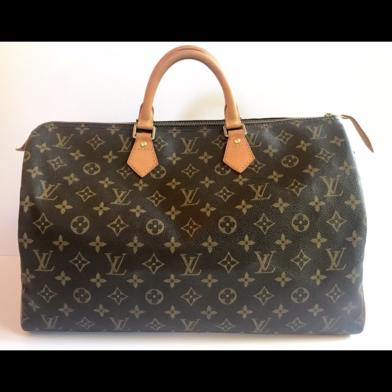 c72e26a39f17 LOUIS VUITTON SPEEDY 40 MONOGRAM - Comes with dust bag - - Depop