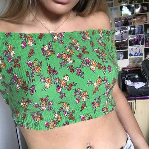 d2f5a94889d635 Green flowery Bardot top - worn couple times - cute for - - Depop
