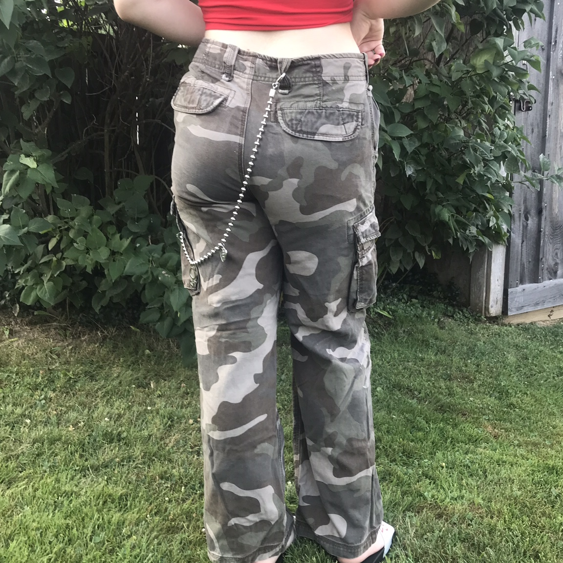 "pretty and colorful pretty cool best prices CAMO BAGGY CARGO PANTS!!⛓⛓ ☆ fits a 28"" low rise... - Depop"