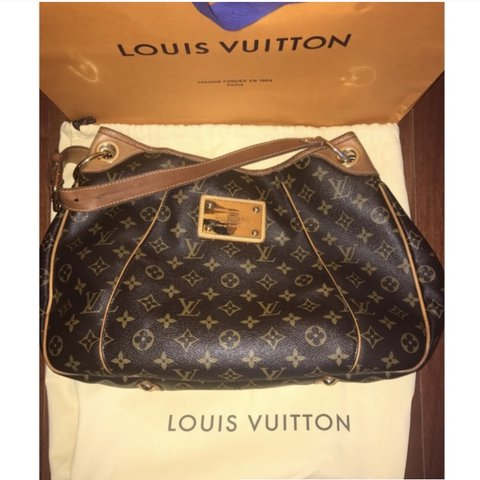 9cdb89432b7 @deannaa1214. last year. Dearborn Heights, United States. Pre-loved  AUTHENTIC Louis Vuitton Monogram ...
