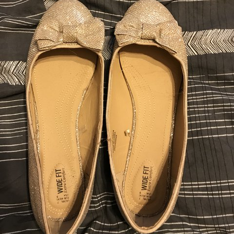 f72bea591bd3 Size 7 wide fit sparkly shoes with bow