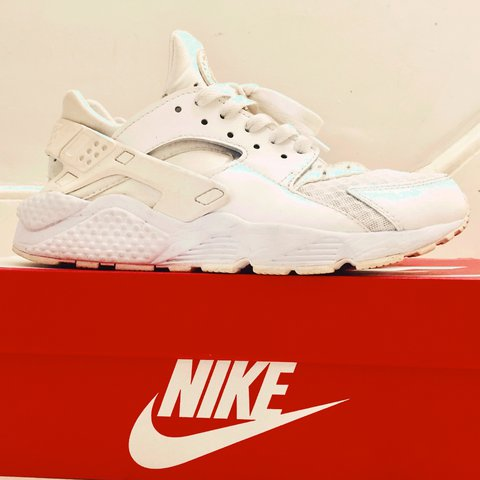 ed43b9ffea661 Used NIKE AIR ALL WHITE HUARACHES . Size 40 Uk 6 Used but as - Depop