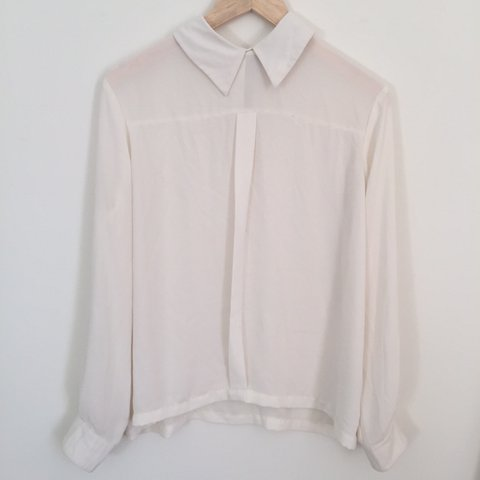 693dd89ce78af0 @gc00. 2 years ago. England, UK. Lovely Topshop cream blouse shirt top. Size  Uk 10 but also fits 8/12 9/10 condition
