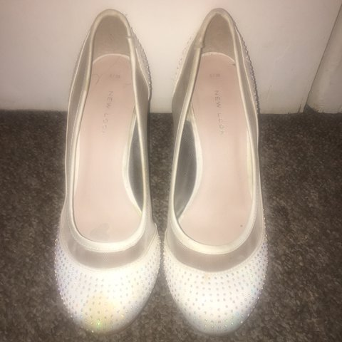 5a9929428a4 REDUCED PRICE!!!! Sparkly ivory bridesmaid shoes. Bought and - Depop