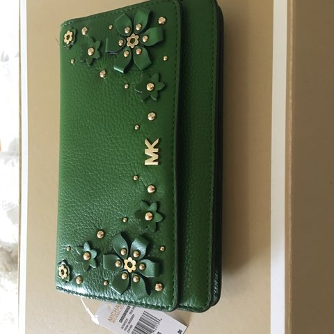 680b3b5f4849 @hefler1128. 9 months ago. Evanston, United States. BRAND NEW Crossbody in  leather. True Green
