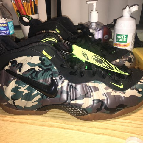 3700a130e8d Nike Air Foamposite Green Camo Never worn  only tried on - Depop
