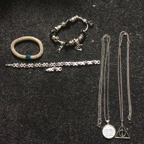 7d2006fd1 Jewellery and accessory bundle 5! Second class postage is me - Depop
