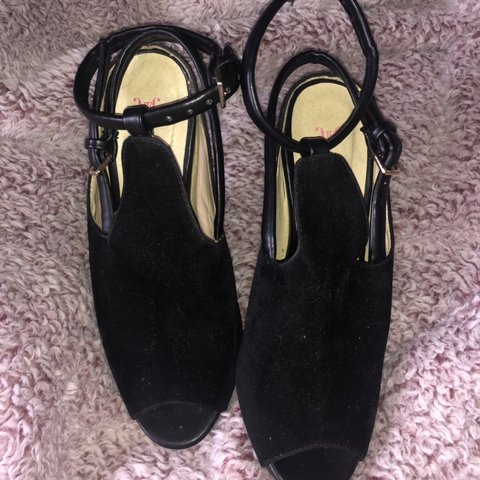 6fa9306deb3f cute black heels from Just Fab - slightly used but still has - Depop