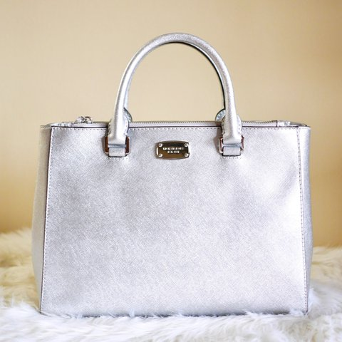 c8cf54980466 Michael Kors Kellen in Silver NWT Authentic Michael Kors and - Depop
