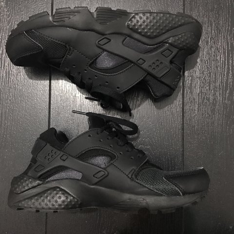 e077147306a5  reservoirofrose. 2 years ago. United Kingdom. Black Nike huarache trainers  in size 3.5. Will defo fit a size 3 ...