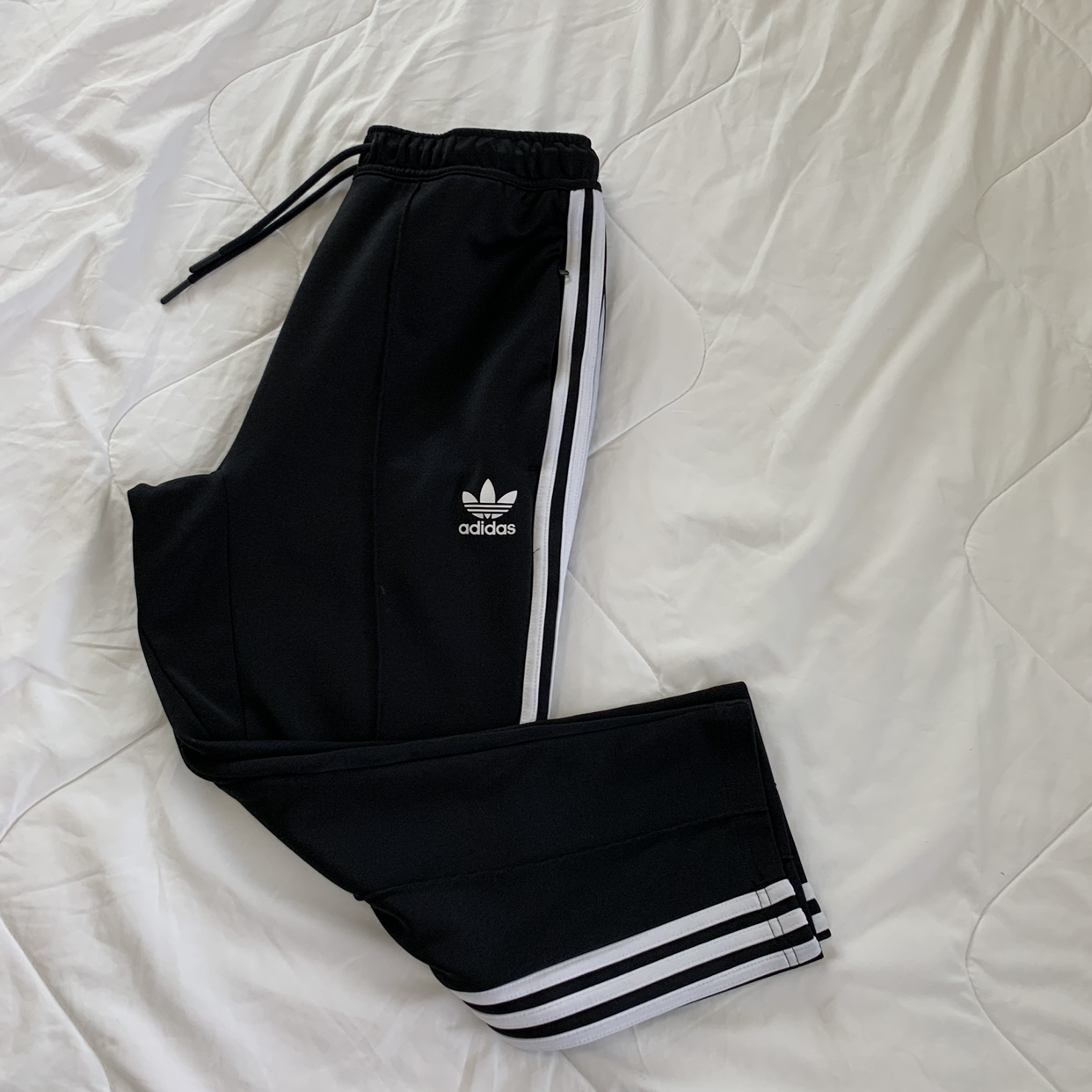 official photos 627dd eb2f6 Adidas Superstar Relaxed Cropped Track Pant An... - Depop