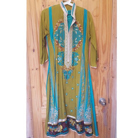 d1aa2ac388 Beautiful pakistani dress only worn twice and in perfect all - Depop