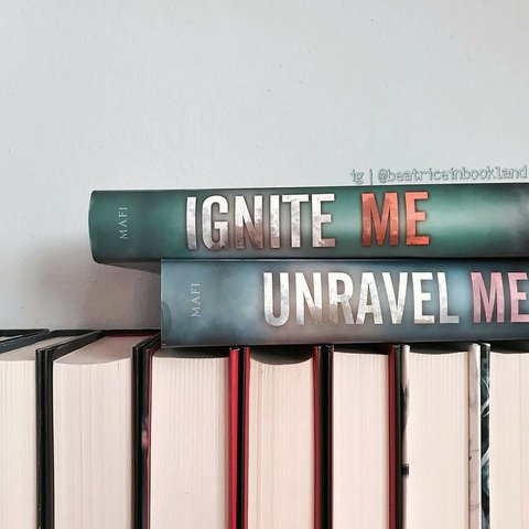 🌹 Ignite Me by Tahereh Mafi 🌹 The heart-stopping    - Depop