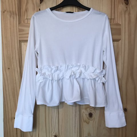 1d7551d8a3e Zara White ruffle blouse top • SIZE L • tshirt material with - Depop
