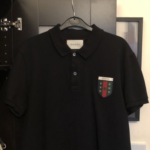e260b204297 Gucci web crest polo Size L but fits more like a medium to - Depop