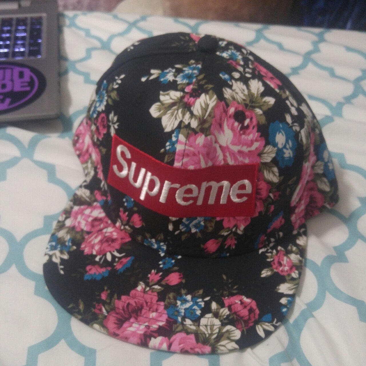 Supreme floral snapback. It is probably a knockoff but it s - Depop b02572c1556