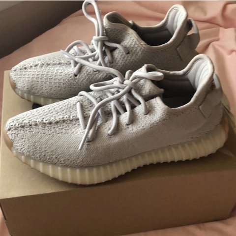 64874d0036a1b Sesame Yeezy s size 6. Perfect condition
