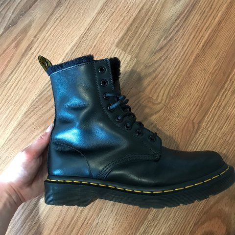 4e38a5c2680 @leiiahh. 2 years ago. Chicago, United States. Dr Martens Serena black fur  lined boots. Size 7. Soft leather. These have literally only been worn once  ...