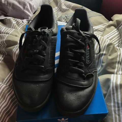 27359a6a978ea Barely Worn Yeezy Powerphase Calabasas Black Sneakers. It s - Depop
