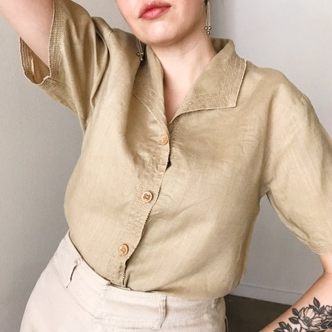 c02ae3a9a2 Vintage Beige Linen Button Down Short Sleeve with Collar 90s - Depop