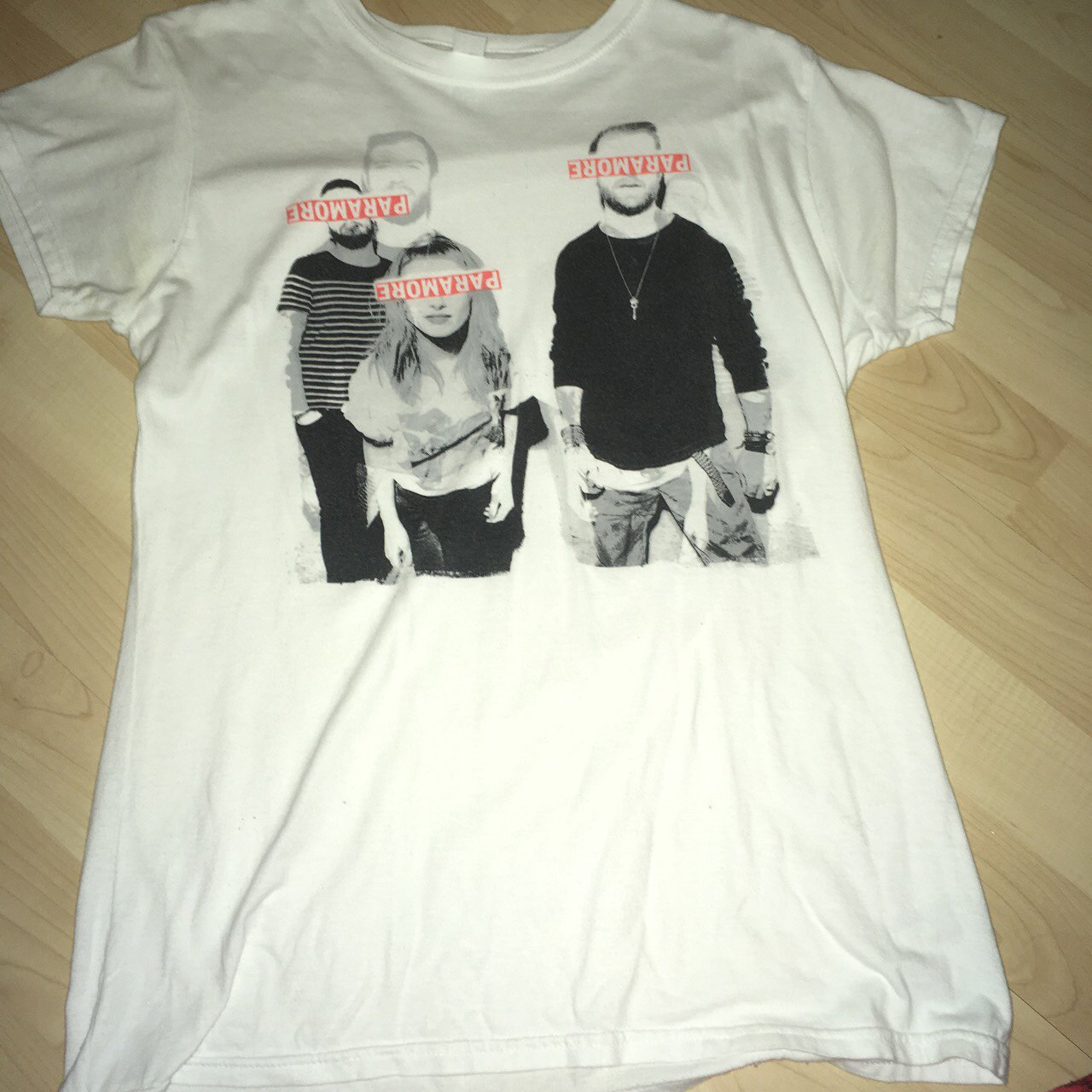0c25d7d0eecaef Ladies paramore tshirt Size large Is