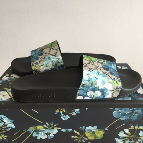 7f5085288 Gucci GG Blooms Supreme Slide Sandals. New with box