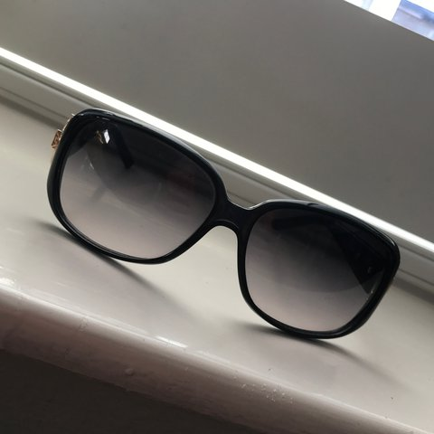 dc86e8a5c312f Gucci sunglasses worn but in perfect condition with no Don t - Depop