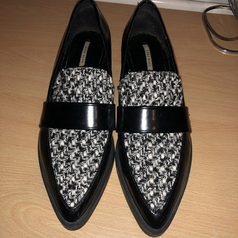 1a10c1f0b2 Zara tweed pointed flats, fab condition except for light in - Depop