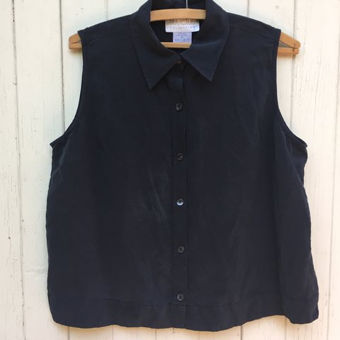 fc49471b6adc5 Black 100% silk cropped button up sleeveless shirt