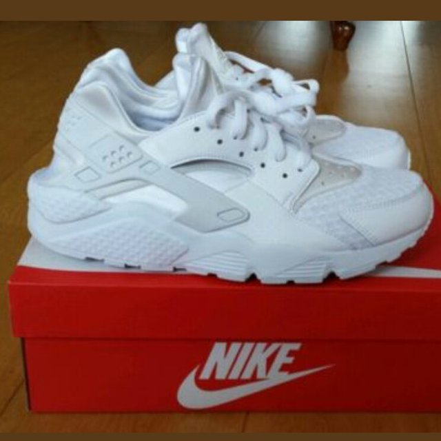 22bb9ab1f2677 Size 9 UK triple white Nike Air Huarache pictures taken from - Depop