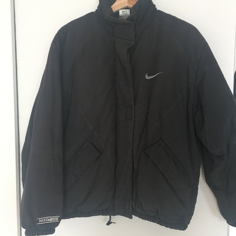 013e58b9146c Nike Puffy Jacket perfect for autumn winter condition vibe - Depop