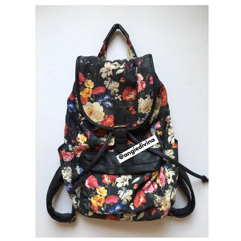 28f84ff80 Like New - Steve Madden 'Madden Girl' Black Floral backpack. - Depop