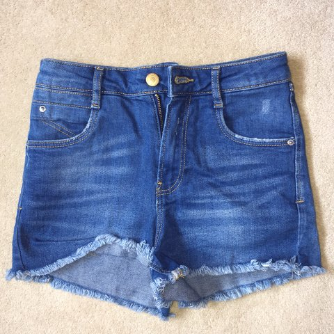 53af38b4 @serafinabarbieri. 9 months ago. Reading, United Kingdom. ZARA blue denim  shorts