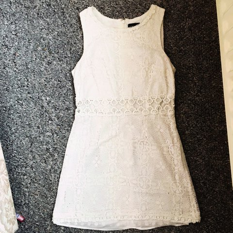 fe90ce36 @fayeandbagheera. 2 years ago. Manchester, United Kingdom. Topshop size 10  gorgeous white lace shift dress. Cut out middle, zip fastening.