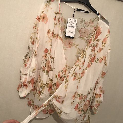7a84ec51 Floral wrap blouse in colour vanilla from Zara. Size - Brand - Depop